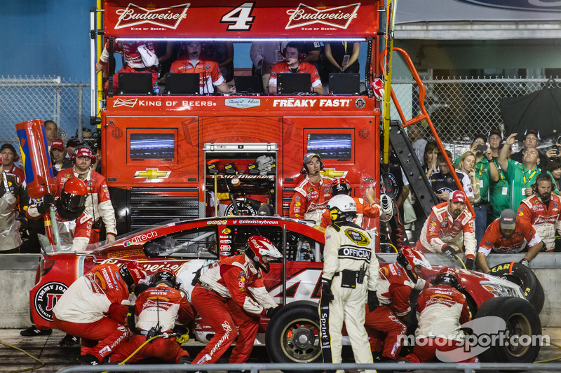 Pits, parada de  Kevin Harvick, Stewart-Haas Racing Chevrolet