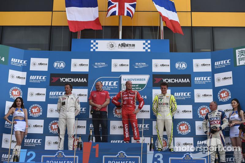 Vincitore race 2 Robert Huff, LADA Granta 1.6T, LADA Sport, secondo posto, Yvan Muller, Citroen C-El