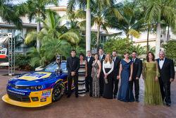 NASCAR Nationwide Series - Chase Elliott avec son père Bill Elliott, Dale Earnhardt Jr., Kelley Earnhardt, Rick Hendrick, et Greg Ives