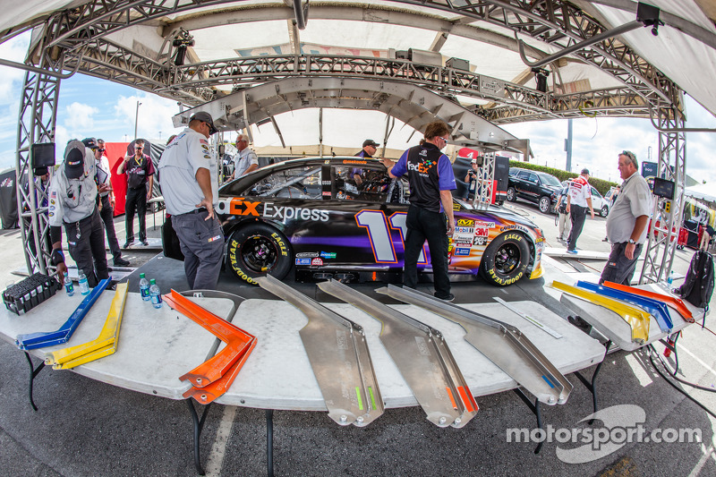 Denny Hamlin, Joe Gibbs Racing Toyota teknik incelemede