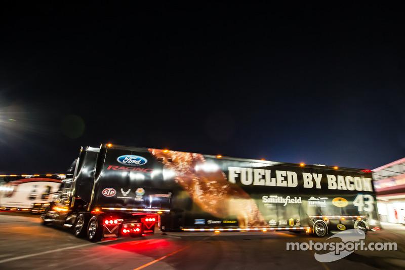 Hauler per Aric Almirola, Richard Petty Motorsports Ford