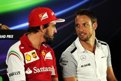 (I a D): Fernando Alonso, Ferrari, y Jenson Button, McLaren,en la conferencia de prensa de la FIA