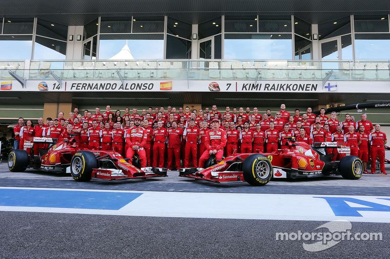 (I a D): Fernando Alonso, Ferrari, y su compañero de equipo,  Kimi Raikkonen, Ferrari, en a foto de la escudería
