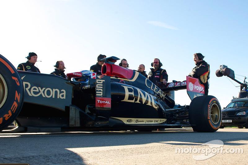 La F1 Team Lotus pronta all'opera