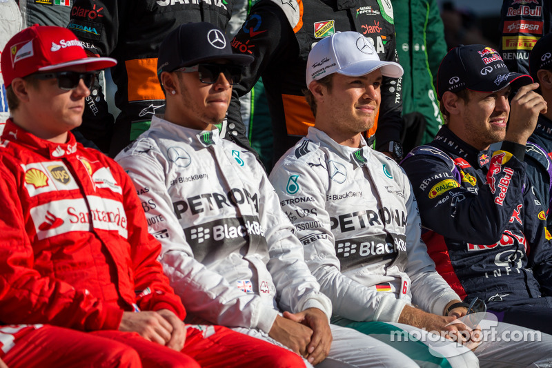 (L to R): Lewis Hamilton, Mercedes AMG F1 and Nico Rosberg, Mercedes AMG F1 at the end of season pho