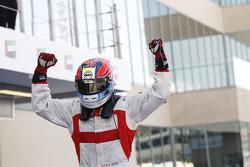 Il vincitore della gara Dean Stoneman, pilota del team Koiranen GP