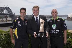 Troy Grant avec les pilotes Marcos Ambrose et Jamie Whincup