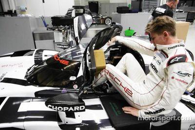 Nico Hulkenberg prova il sedile Porsche