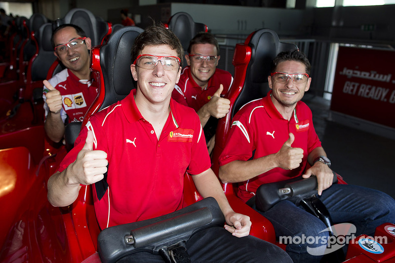 Giancarlo Fisichella, James Calado ve Davide Rigon Ferrari World'de