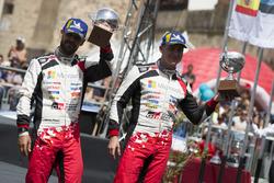 Подиум: обладатели третьего места Эсапекка Лаппи и Янне Ферм, Toyota Gazoo Racing WRC