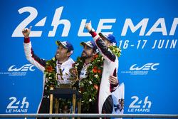 Podium : les vainqueurs Sébastien Buemi, Kazuki Nakajima, Fernando Alonso, Toyota Gazoo Racing