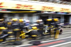 Carlos Sainz Jr., Renault Sport F1 Team R.S. 18, make a