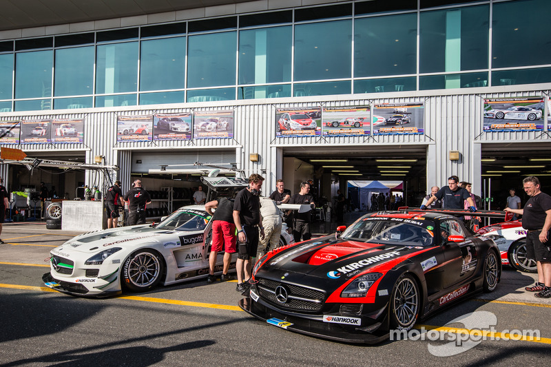 #27 Car Collection Motorsport, Mercedes SLS AMG GT3: Tim Müller, Dirg Parhofer, Jürgen Krebs, Pierre Ehret, Norbert Pauels und #5 Car Collection Motorsport, Mercedes SLS AMG GT3: Peter Schmidt, Heinz Schmersal, Johannes Siegler, Patrik Kaiser, Ingo Vogler