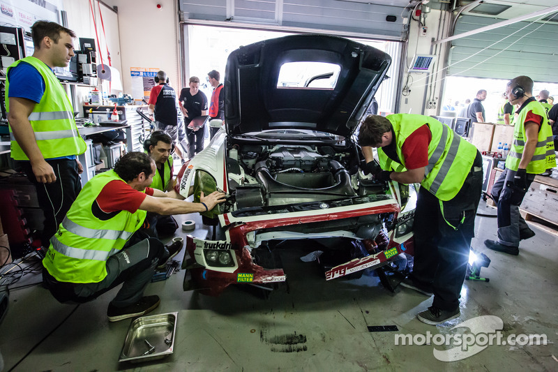 #9 Hofor-Racing Mercedes SLS AMG GT3 after a crash of Kenneth Heyer