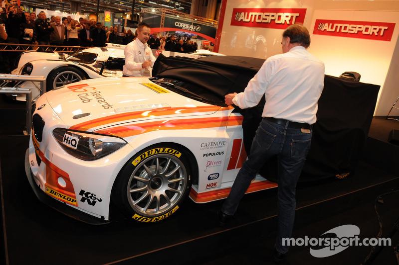 Andy Priaulx dan bos WSR Team Dick Bennetts meluncurkan WSR BTCC BMW 125i 2015