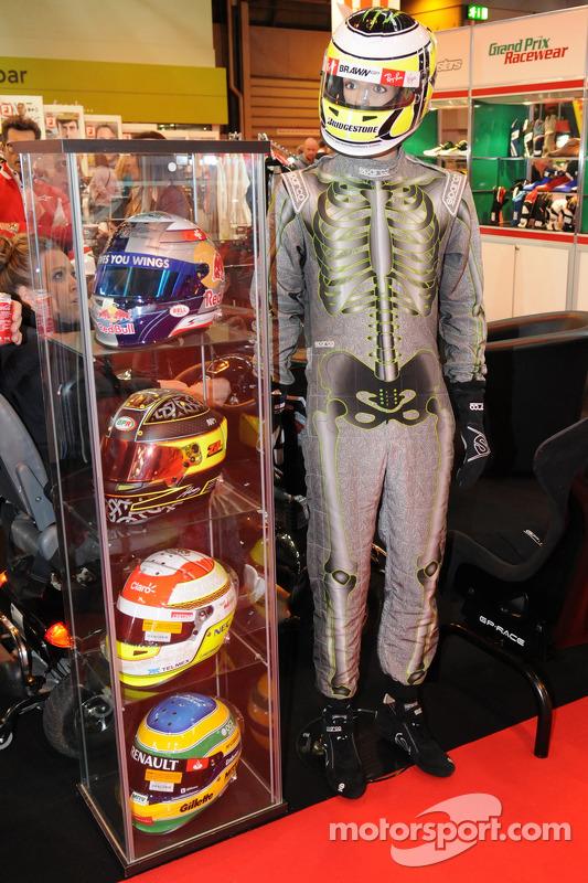 Race Helmits/ Suit di display