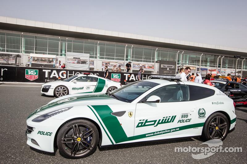 Ausstellung exotischer Polizeiautos aus Dubai: Ferrari FF