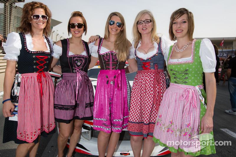 Bayerisch-österreichische Girls in der Startaufstellung