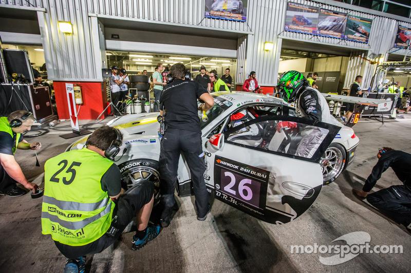 Pit stop for #26 Black Falcon Porsche 991 Cup: Saud Al Faisal, Anders Fjordbach, Keita Sewa, Andreas