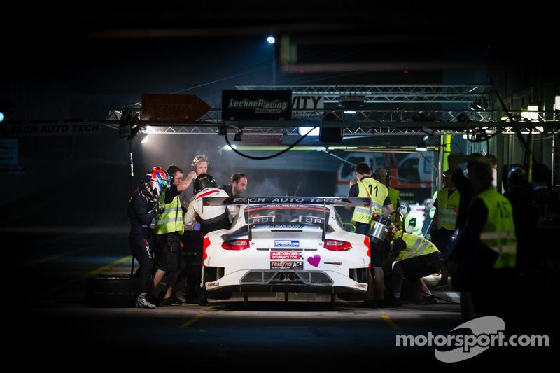 Pit stop for #11 Fach Auto Tech Porsche 997 GT3 R: Marcel Wagner, Heinz Bruder, Erwin Keller, Heinz