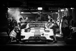 Boxenstopp für #11 Fach Auto Tech, Porsche 997 GT3 R: Marcel Wagner, Heinz Bruder, Erwin Keller, Heinz Arnold, Matteo Cairoli