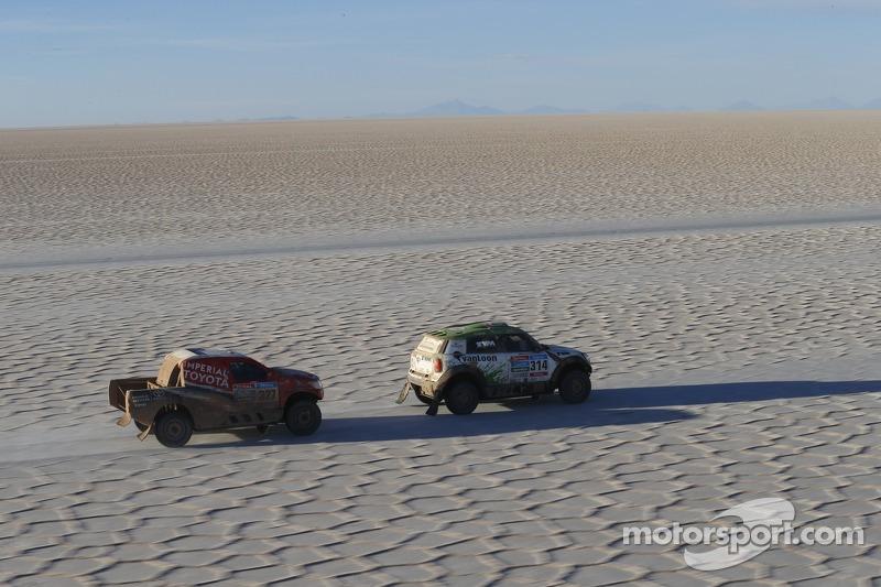 #314 Mini: Erik van Loon, Wouter Rosegaar, #327 Toyota: Leeroy Poulter, Robert Howie