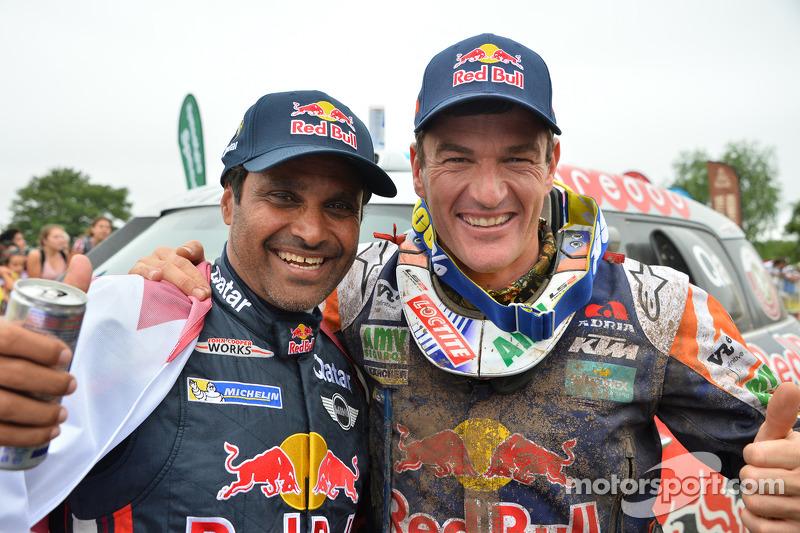 Auto-Gesamtsieger Nasser Al-Attiyah und Motorrad-Gesamtsieger Marc Coma