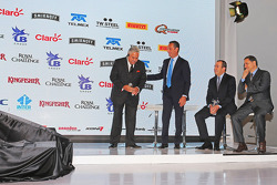 (L to R): Віджей Малья, власник команди Sahara Force India F1 з Carlos Slim, Businessman; Francisco Maass Pena, Deputy Minister для Tourism; Alejта ro Soberon, Corporacion Interamericana CEO
