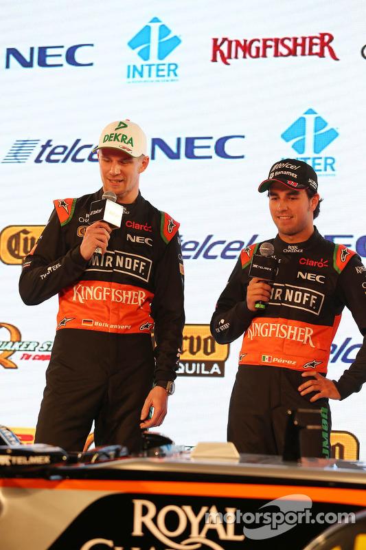 (E para D): Nico Hulkenberg, Sahara Force India F1 com o companheiro de equipe Sergio Perez, Sahara Force India F1