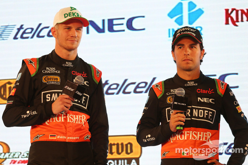 (da sinistra a destra): Nico Hulkenberg, Sahara Force India F1 con il compagno di squadra Sergio Per