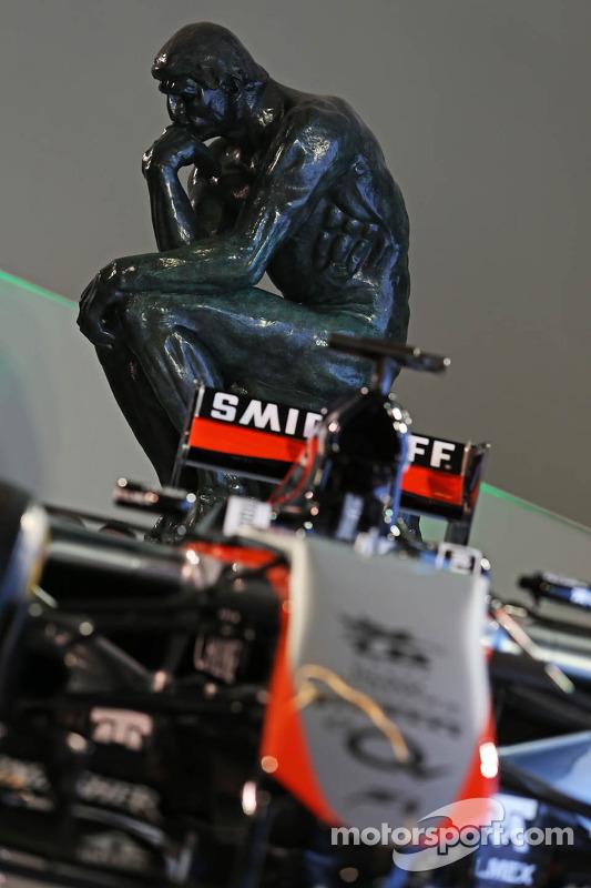 Sahara Force India F1 Team 2015 pintura é revelado no Museu Soumaya
