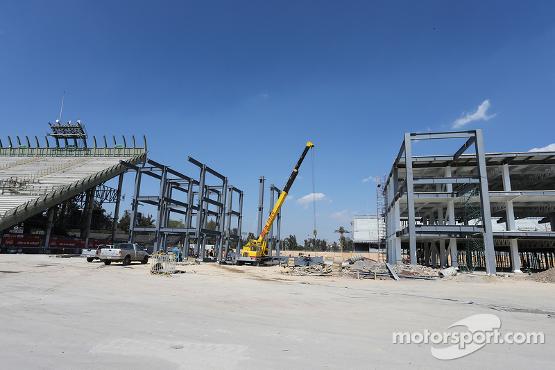 Pit building and paddock