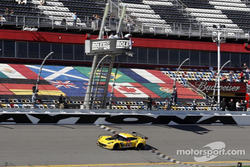 #3 Corvette Racing Chevrolet Corvette C7.R: Jan Magnussen, Antonio Garcia, Ryan Briscoe ottengono la vittoria nella classe GTLM