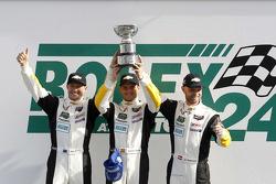 Pódio GTLM: vencedores Jan Magnussen, Antonio Garcia, Ryan Briscoe