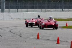 特斯拉Rossas在赛道上缠斗