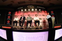 Kyle Larson, Chip Ganassi, Felix Sabates,和Jamie McMurray