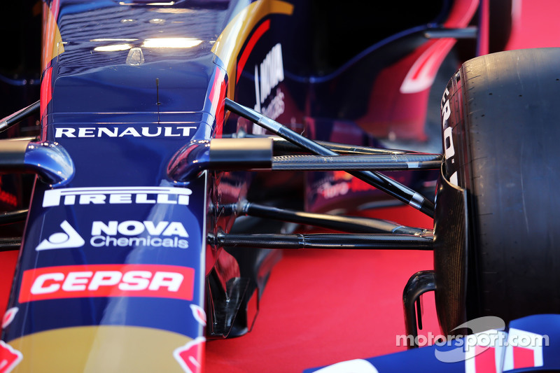Scuderia Toro Rosso STR10 front suspension detail