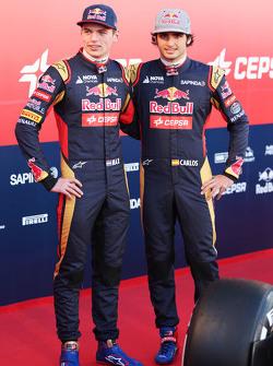 (L to R): Max Verstappen, Scuderia Toro Rosso with team mate Carlos Sainz Jr., Scuderia Toro Rosso