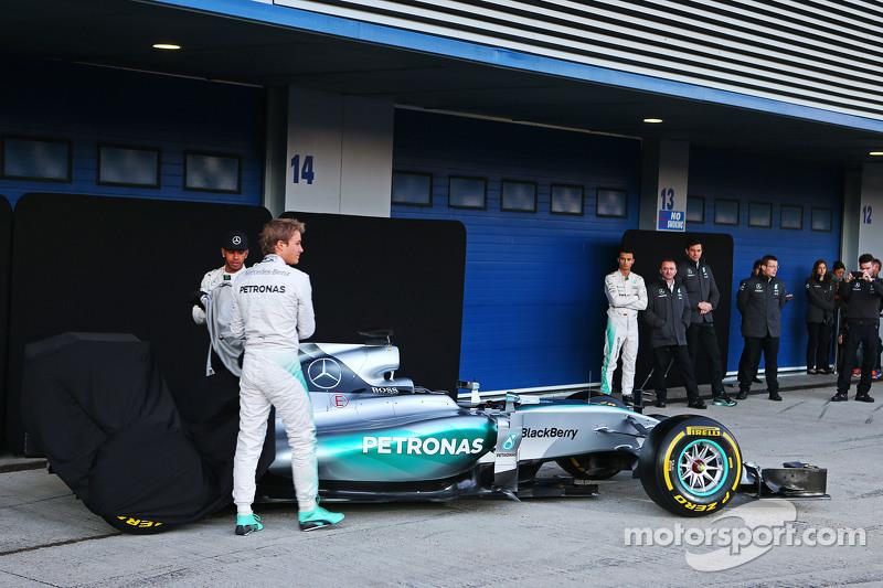 Lewis Hamilton und Nico Rosberg mit dem Mercedes AMG F1 W06
