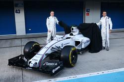 (Von links nach rechts): Valtteri Bottas, Williams, und Felipe Massa, Williams, enthüllen den Williams FW37