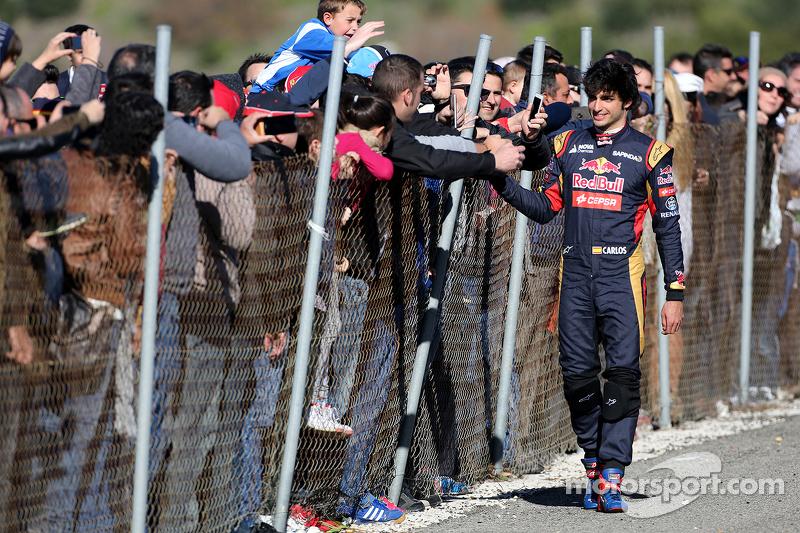 Карлос Сайнс мол., Scuderia Toro Rosso stops on track