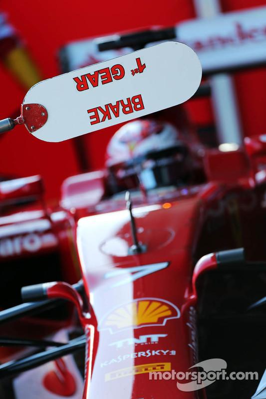 Kimi Raikkonen, da Ferrari SF15-T