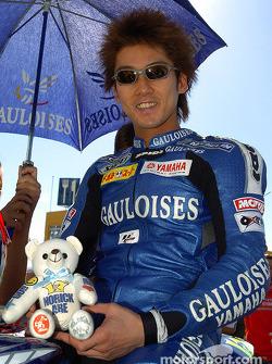 Nobuatsu Aoki on the starting grid
