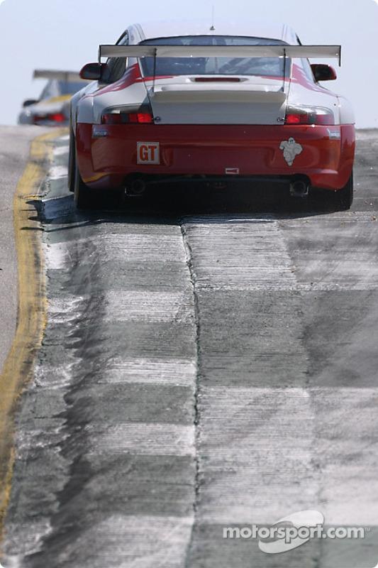 La Porsche 911 GT3 RSR n°79 J-3 Racing : Tim Sugden, Justin Jackson, Xavier Pompidou