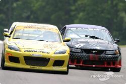 La Mazda RX-8 n°65 SpeedSource : Marcelo Abello, Benoit Theetge, n°47 TF Racing Mustang Saleen SR : John Kohler, Gary Smith