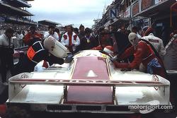 Pitstop for #17 Brun Motorsport Porsche 962 C: Oscar Larrauri, JoÃ«l Gouhier, Jésus Pareja