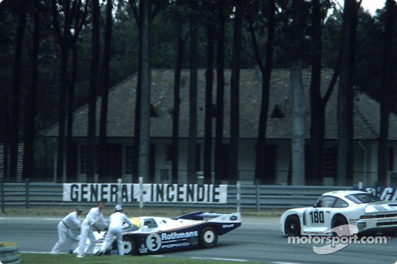 #3 Rothmans Porsche Porsche 962C: Верн Шуппан, Дрейк Олсон зупинилась на трасі