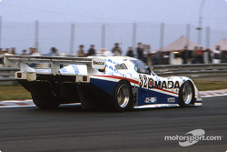 #32 Nissan Motorsport March 85G Nissan R85V: Масахиро Хасеми, Такао Вада и Джеймс Уивер