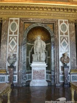 Visit of the Château de Versailles: more statues