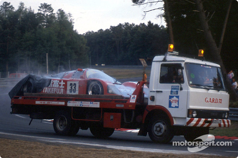 #33 Team Schuppan Porsche 962C:  Will Hoy, Jean Alesi, Dominic Dobson after the fire